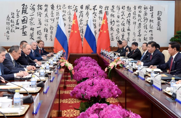 Chinese President Xi Jinping meets with Russian President Vladimir Putin in Beijing, capital of China, Nov. 9, 2014 [Xinhua]