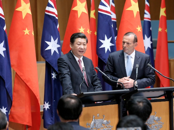 Chinese President Xi Jinping (L) and Australian Prime Minister Tony Abbott meet the press in Canberra, capital of Australia, Nov. 17, 2014 [Xinhua]