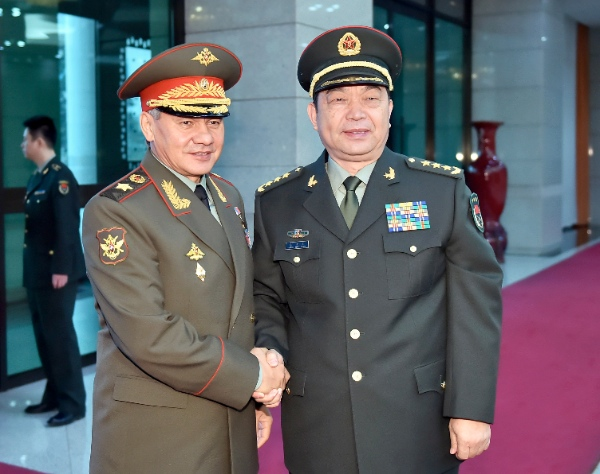 Chinese Defence Minister Chang Wanquan (R) meets with Russian Defence Minister Sergei Shoigu in Beijing, capital of China, Nov. 18, 2014 [Xinhua]