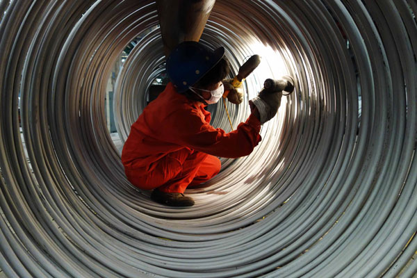 A worker checks stainless-steel cable at a base in Dalian, Liaoning province, China [Xinhua]