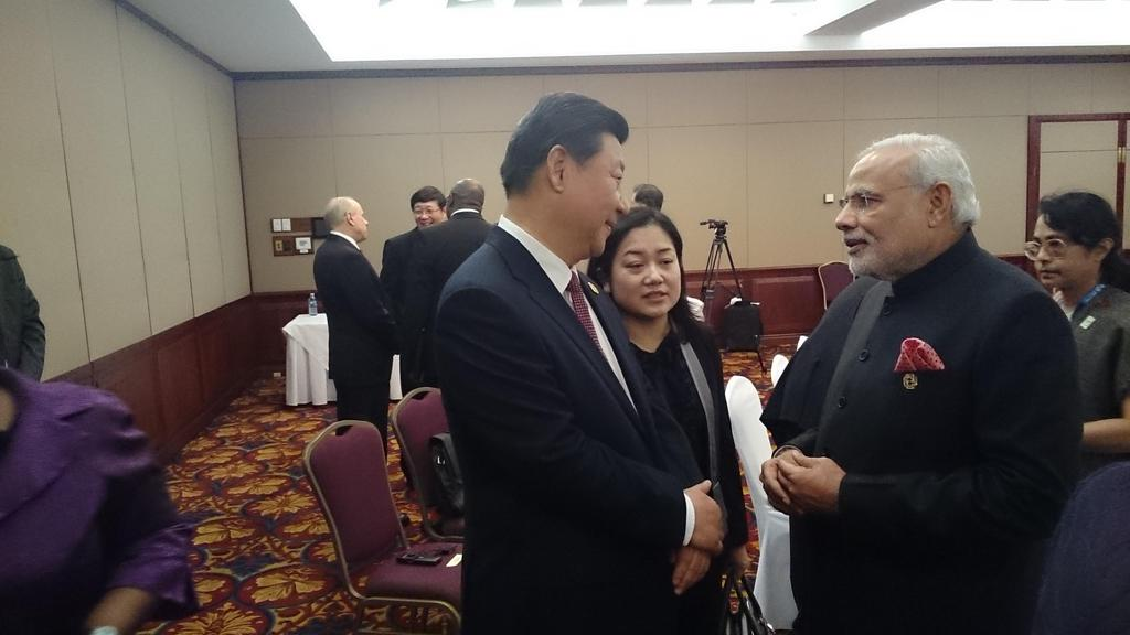 Indian Prime Minister Narendra Modi met Chinese President Xi Jinping on the sidelines of the G20 Summit in Brisbane, Australia on 15 November 2014 [MEA, India/Twitter]