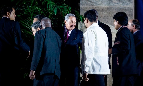 File photo of Cuban President Raul Castro (C) with Latin American leaders during the 2014 CELAC meet in Havana [Xinhua]