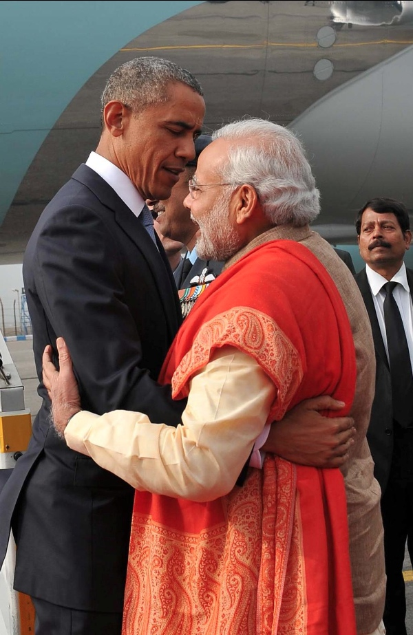Indian Prime Minister Narendra Modi gives a warm welcome to US President Barack Obama on 25 January in New Delhi [Image: MEA, India/Twitter]