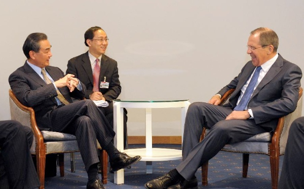 Chinese Foreign Minister Wang Yi (L) meets with his Russian counterpart Sergei Lavrov in Montreux, Switzerland, Jan. 21, 2014 [Xinhua]
