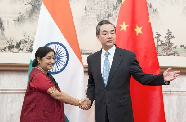 Chinese Foreign Minister Wang Yi (R) meets with his Indian counterpart Sushma Swaraj in Beijing, China, Feb. 1, 2015. [Xinhua]