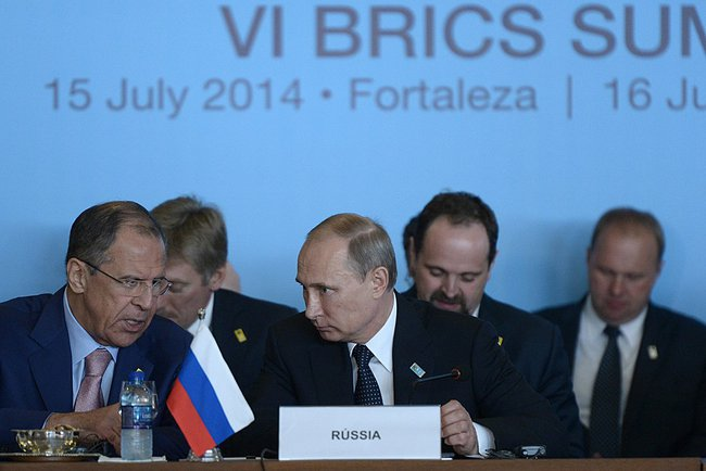 Russian President Vladimir Putin at the meeting between BRICS leaders and South American heads of state with Russian Foreign Minister Sergei Lavrov on 16 July 2014 [PPIO]