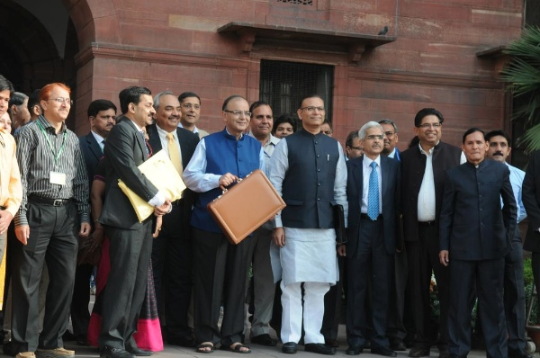 Indian Finance Minister Arun Jaitley (fifth from right) to Parliament House to present the General Budget 2015-16 [Image: Press Information Bureau of India]