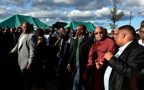 South Africa's President Jacob Zuma (2nd R, front) visits a camp for displaced foreigners in Chatsworth of Durban, South Africa, on April 18, 2015 [Xinhua]