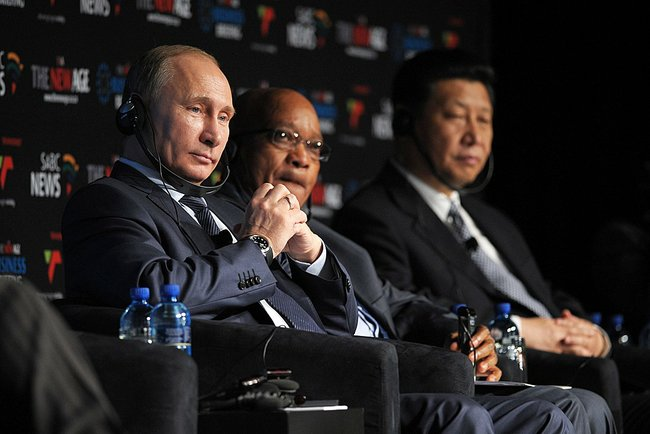 Russian President Vladimir Putin (left) with his South African counterpart Jacob Zuma and Chinese President Xi Jinping (right) at the 5th BRICS Summit on 27 March 2013 in Durban, South Africa [PPIO]