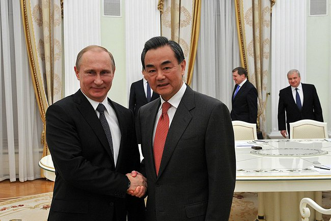 Russian President Vladimir Putin (L) meets with visiting Chinese Foreign Minister Wang Yi in Moscow, Russia, on April 7, 2015 [PPIO]