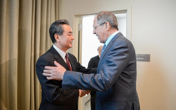 Chinese Foreign Minister Wang Yi(L) meets with his Russian counterpart Sergei Lavrov in New York, the United States, on Feb. 23, 2015 [Xinhua]