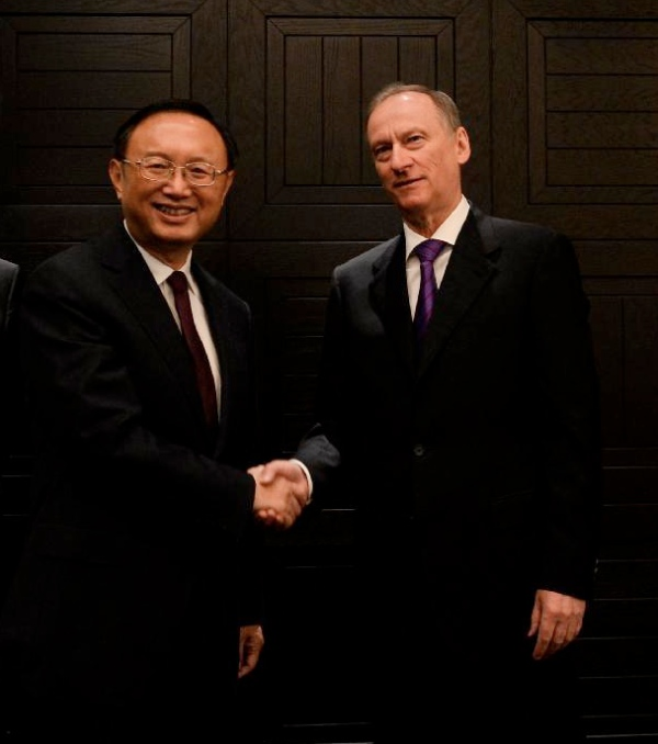 Chinese State Councilor Yang Jiechi (L) shakes hands with Russian Security Council Secretary Nikolai Patrushev at the 11th round China-Russia strategic security consultation in Moscow, Russia, on May 25, 2015 [Xinhua]