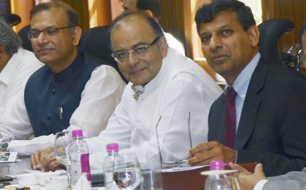 Indian Finance Minister Arun Jaitley (C) and Reserve Bank of India (RBI) governor Raghuram Rajan (R) attend the Central Board Meeting of RBI in New Delhi, India, March 22, 2015 [Xinhua]