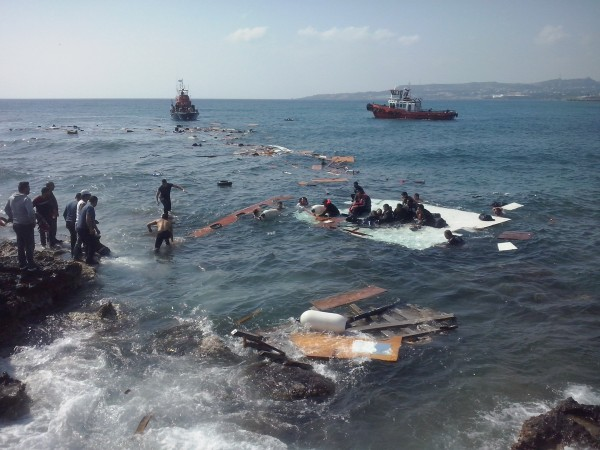 Greek emergency crews rescue African migrant refugees from a boat that capsized off Rhodes in April 2015 [Xinhua]