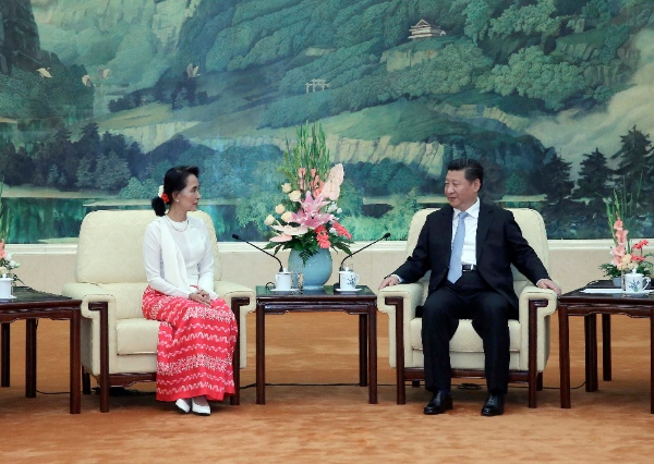 Chinese President Xi Jinping (R) meets with a delegation from Myanmar's National League for Democracy (NLD), headed by NLD chair Aung San Suu Kyi, at the Great Hall of the People in Beijing, China, June 11, 2015 [Xinhua]