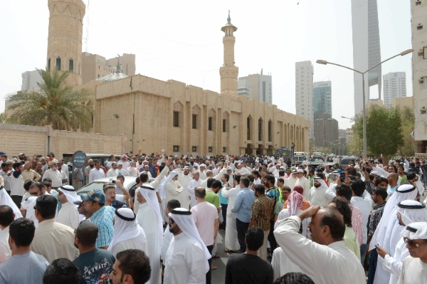 People gather outside the Imam Sadiq Mosque following a suicide bomb blast in Kuwait city, the capital of Kuwait, June 26, 2015 [Xinhua]