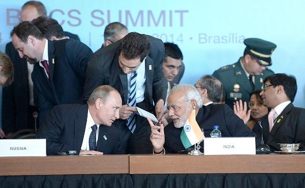 Russian President Vladimir Putin with Indian Prime Minister Narendra Modi during the 6th BRICS Summit in Brasilia, capital of Brazil on 17 July 2014 [PPIO]