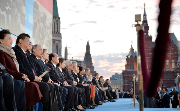 Russian President Vladimir Putin (3rd left) with China's President Xi Jinping (2nd L) and his wife Peng Liyuan at a gala concert during the anniversary celebrations of the Victory Day at the Red Square in Moscow, Russia [PPIO]
