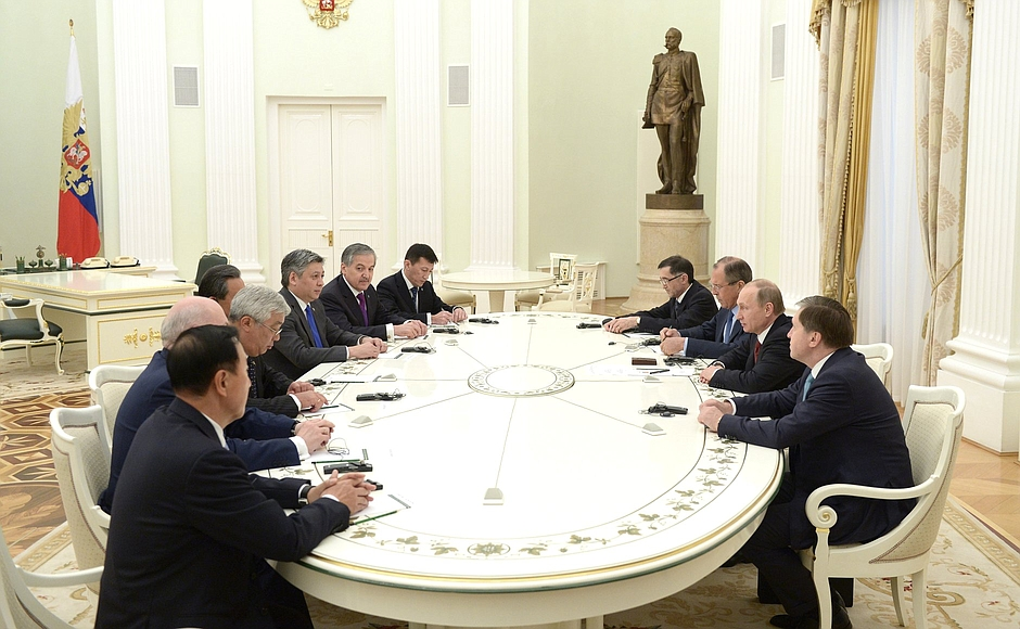 Russian President Vladimir Putin attends aMeeting with participants of the meeting of the Foreign Ministers of the SCO in Moscow, Russia on 3rd June 2015 [PPIO]
