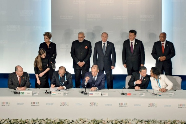 The signing of joint documents following the BRICS leaders meeting in Ufa, Russia on 9 July 2015 [PPIO]