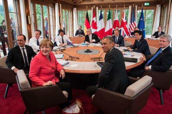 (Clockwise from left) Francois Hollande, David Cameron, Matteo Renzi, Jean-Claude Juncker, Donald Tusk, Shinzo Abe, Stephen Harper, Barack Obama and Angela Merkel at the G7 summit [Xinhua]