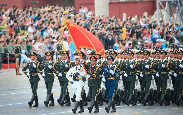 The guard of honor of the Chinese People's Liberation Army's Three Services takes part in a rehearsal for a military parade in Beijing, capital of China, Aug. 23, 2015 [Xinhua]