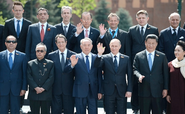 UN Secretary General Ban Ki-Moon (top row, fourth from left) with world leaders in Moscow, including Russian and Chinese Presidents, on May 9 2015 [PPIO]