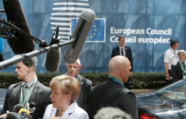 File photo German Chancellor Angela Merkel speaks to press while arriving to attend the European Union (EU) summit in Brussels, Belgium, on June 25, 2015 [Xinhua]