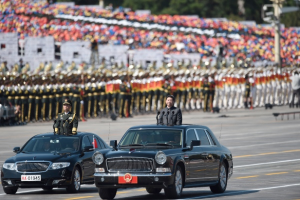 Chinese President Xi Jinping (R) inspects troops during a parade of the commemoration activities to mark the 70th anniversary of the victory of the Chinese People's War of Resistance Against Japanese Aggression [Xinhua]