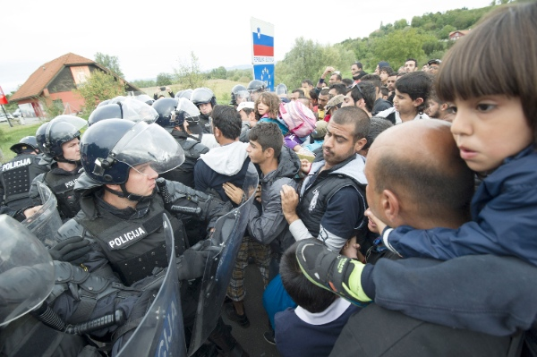 Slovenian riot police block refugees at the Harmica border crossing between Slovenia and Croatia, west of Zagreb, capital of Croatia, Sept. 19, 2015 [Xinhua]