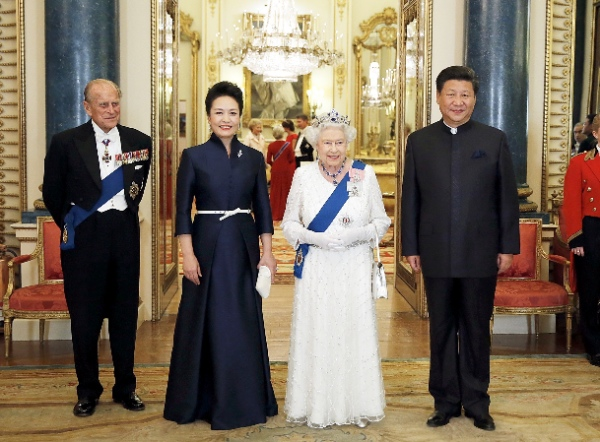 Chinese President Xi Jinping (1st R) attends a banquet held by British Queen Elizabeth II (2nd R) at the Buckingham Palace in London Oct. 20, 2015 [Xinhua]