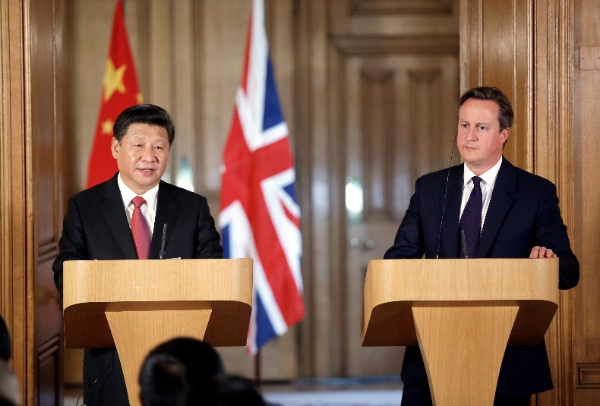 Chinese President Xi Jinping (L) and British Prime Minister David Cameron meet media after their talks at 10 Downing Street in London, Britain, Oct. 21, 2015 [Xinhua]