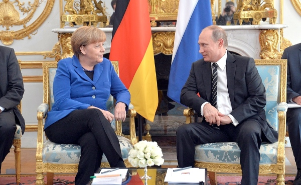 Russian President Vladimir Putin and Merkel had discussed the Syrian crisis earlier on Friday at the Elysee Palace in Paris on 2nd October 2015 [PPIO]