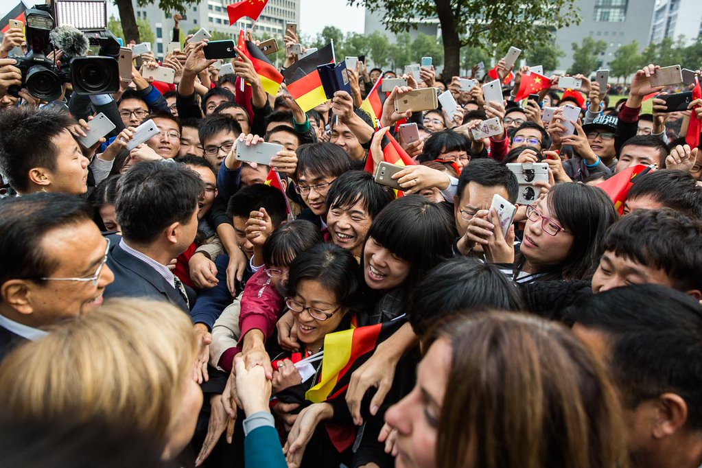 Chinese Premier Li Keqiang and German Chancellor Angela Merkel in Hefei University, China on 30 October 2015 [Image: German Foreign Office]