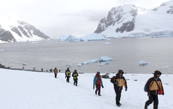 A Chinese scientific exploration team reaches the Antarctic in February 2015 [Xinhua]