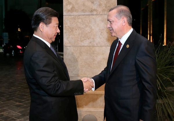 Chinese President Xi Jinping (L) shakes hands with his Turkish counterpart Recep Tayyip Erdogan in Antalya, Turkey, Nov. 14, 2015 [Xinhua]