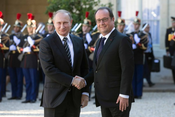 Putin was last in Paris in October to meet with Hollande over means to peacefully resolve the Ukraine crisis [Xinhua]