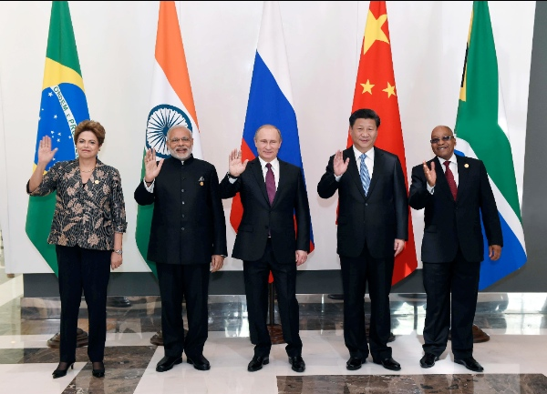 BRICS leaders Chinese President Xi Jinping, Russian President Vladimir Putin,  Indian Prime Minister Narendra Modi, South African President Jacob Zuma and Brazilian President Dilma Rousseff pose for photos in Antalya, Turkey, Nov. 15, 2015 [Xinhua]