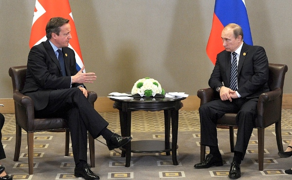 """Russian President Vladimir Putin and British Prime Minister David Cameron discussed """"the outlook for developing bilateral cooperation, the situation in Syria, and the fight against terrorism"""" in Antalya, Turkey, on 16 November 2015 [PPIO]"""