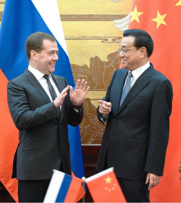 File Photo: Russian Premier Dmitry Medvedev with his Chinese counterpart Li Keying [Xinhua]
