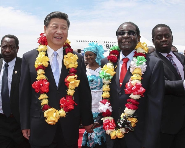 Chinese President Xi Jinping (L, front) is welcomed by Zimbabwean President Robert Mugabe in Harare, Zimbabwe, Dec. 1, 2015 [Xinhua]