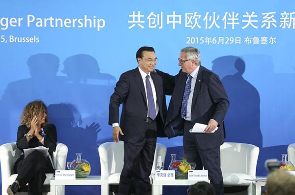 European Commission President Jean-Claude Juncker greets Chinese Premier Li Keqiang at an EU-China business summit in Brussels, June 29, 2015 [Xinhua]