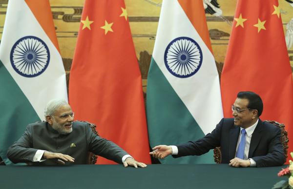 File Photo: Chinese Prime Minister Li Keqiang with his Indian counterpart Narendra Modi [Xinhua]