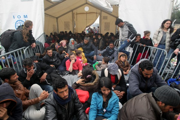 There are at least 14,000 refugees amassed along the border with Macedonia, Greek sources have said [Xinhua]