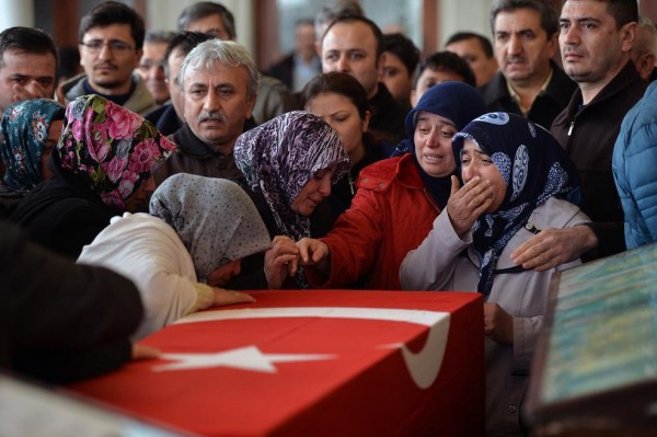 A family mourns one of the 37 people killed in the suicide bomb blast in Ankara March 13 [Xinhua]