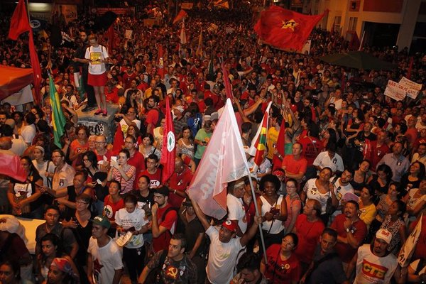 Rousseff and Workers Party supporters took to the streets in major Brazilian cities to protest the impeachment proceedings against the President [Image: PT, Brasil]