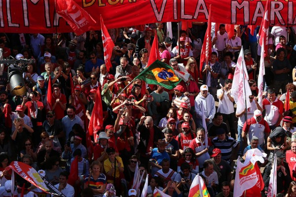 Thousands rally in major cities across Brazil on International Workers Day on 1 May 2016 [Image Courtesy: PT, Brasil]