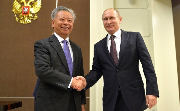 Russian President Vladimir Putin with President of the Asian Infrastructure Investment Bank (AIIB) Jin Liqun in Sochi, Russia on 18 May 2016 [Image: PPIO]