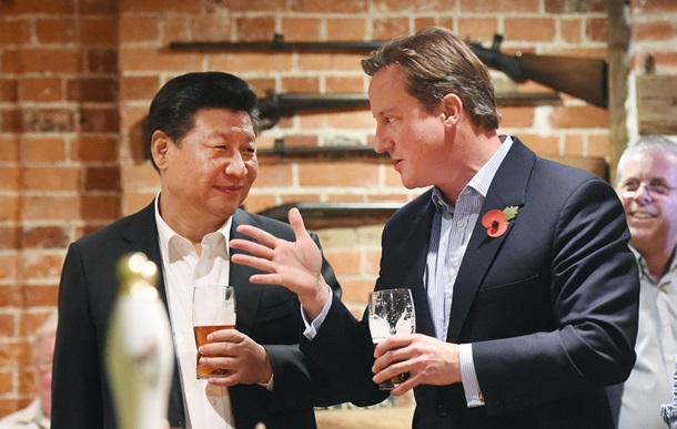 File photo: Chinese President Xi Jinping and UK's Prime Minister David Cameron at a British pub northwest of London on 22 October 2015 [Xinhua]