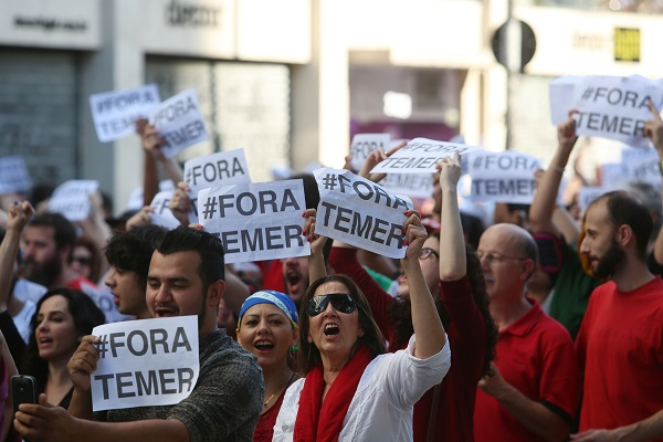 People take part in a protest against Brazil's interim President Michel Temer and the suspension of President Dilma Rousseff, in Sao Paulo, Brazil, May 15, 2016 [Xinhua]